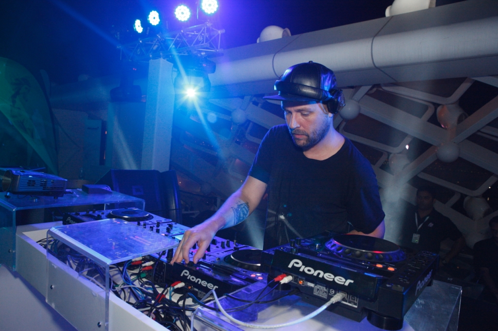 The Podium Lounge Abu Dhabi 2013 - 7 - DJ Sander Kleinenberg