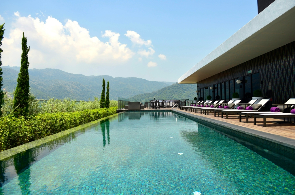 Rooftop Infinity Pool_Day