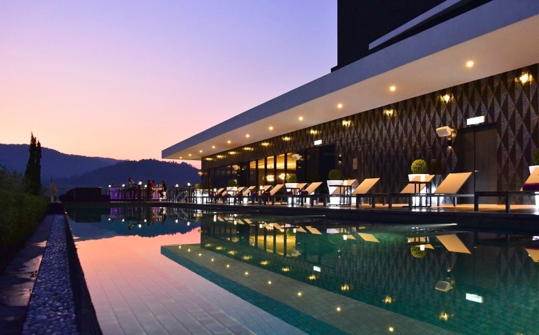 Rooftop Infinity Pool_Night